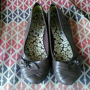 Size 8 brown american eagle shoes